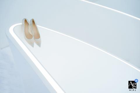 Wenzhou, Zhejiang foto de boda artística en casa con un fondo blanco y zapatos blancos