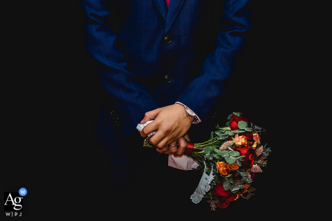 Quanzhou, Fujian artistic wedding photo with hotel hands and flowers