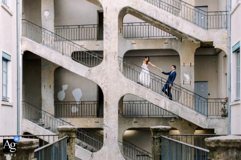 Foto de casamento artístico de Lyon de um casal na velha Lyon, na França