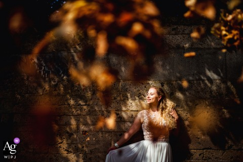 Meersburg artistic wedding photo in the fall of the Bride and leaves