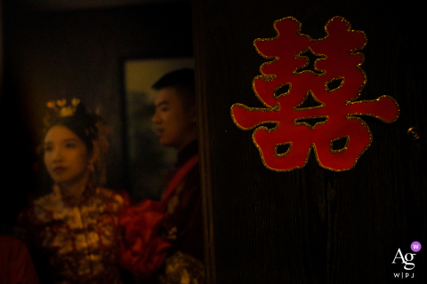 Guangdong wedding photographer created this artistic portrait of the bride and groom with a happy character