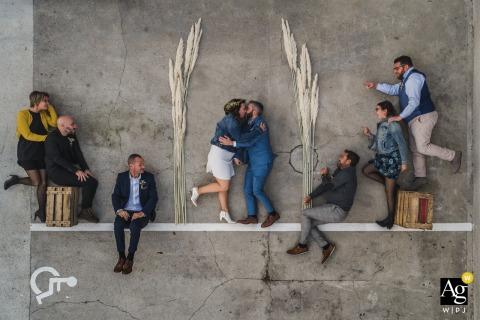 Retrato de grupo aéreo artístico francês da noiva, do noivo, do padrinho e das damas de honra
