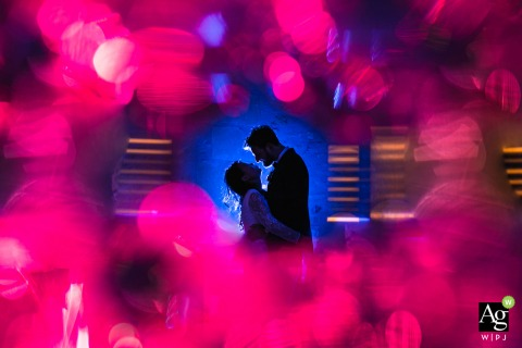 Imágenes de pareja de serans posando para boda