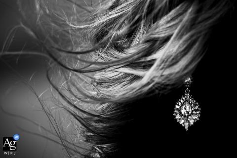 Great Sand Dunes National Park, Mosca, CO mariage créatif photo détail noir et blanc de la boucle d'oreille de la mariée