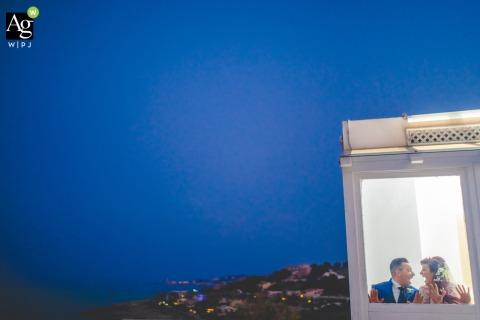 Casal de noivos da Sicília posa sessão de retratos em um elevador