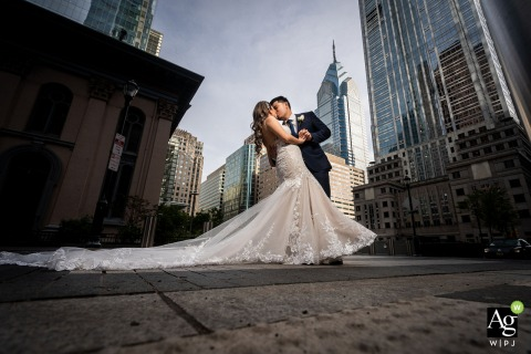 Philadelphia, PA bride and groom wedding portrait session with the city as the backdrop