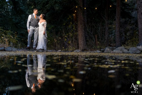 Colorado couple posing for wedding images at the lakeside