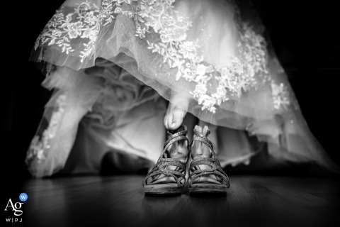 Mannheim fine art wedding picture shot from a low angle of the brides shoes