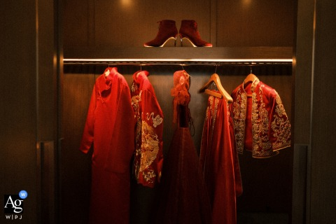 Changsha, Hunan fine art wedding hanging clothes image of The bride and groom's costume in the traditional Chinese wedding