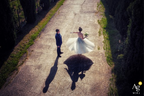 Castelnuovo Magra agriturismo La Valle wedding couple artistic image session during a dancing round of love