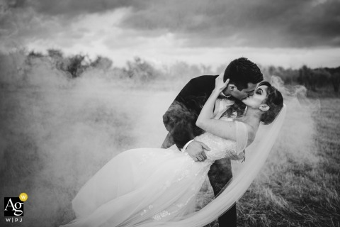 Agriturismo Valleverde, San Giovanni Valdarno, Tuscany wedding couple artistic image session in BW with a dip, a kiss and the bombs of smoke