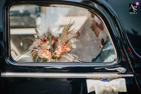 Waltrop artful style wedding detail picture showing bridal bouquet in the bridal car