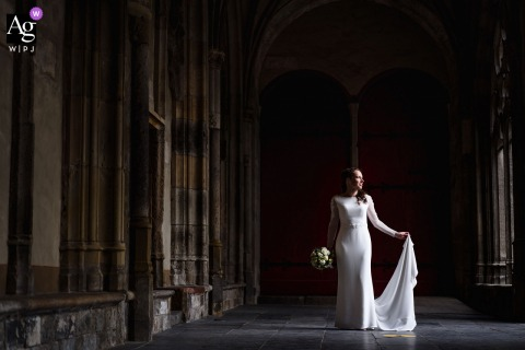 Domtuin, Utrecht wedding bride artistic image session with The bride showing her beautiful dress in a nice slice of light
