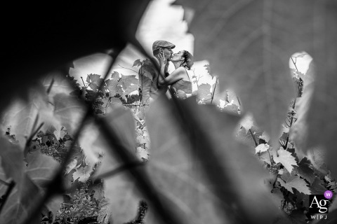 Grand Est wedding couple artistic image session in BW with Just a kiss in the vineyards
