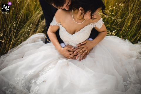 Monferrato Resort, Italy wedding couple artistic image session with a Sweet hug in the grass