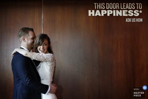 Przytulanie pary młodej Ottawy - fotoreportaż ślubny w Ontario