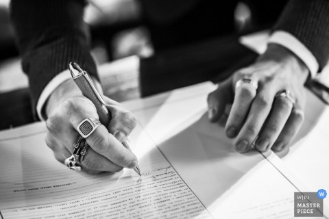 Milan groom signing marriage certificate papers - Lombardy wedding photography