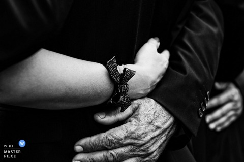 Lebanon wedding day hugs in black-and-white - Middle East wedding photography
