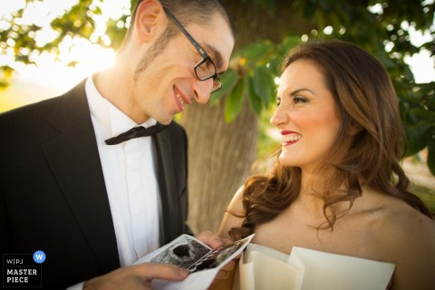 Bari bride and groom smile at each other - Apulia wedding photo