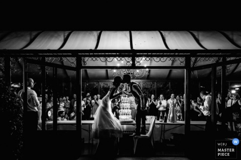 Montpellier wedding photographer captured this black and white photo of the bride and groom kissing under a tent awning