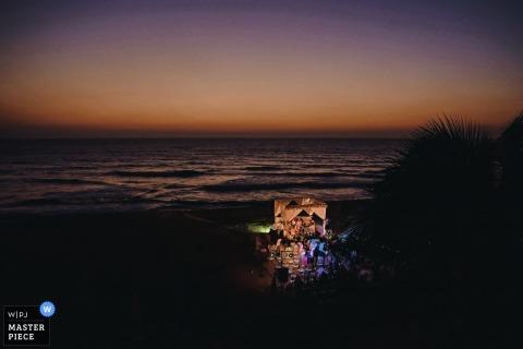 Sri Lanka wedding photographer captured this image of an ocean side wedding ceremony at dusk