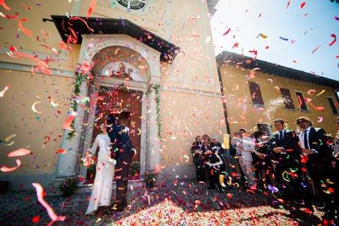 Lluvia de confeti foto de boda por Brescia, fotógrafo con sede en Italia, Alessandro Di Noia