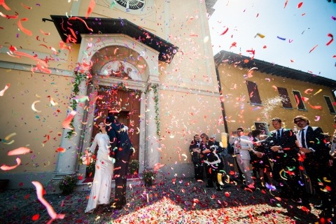 Rain of confetti wedding photo by Brescia, Italy based photographer, Alessandro Di Noia