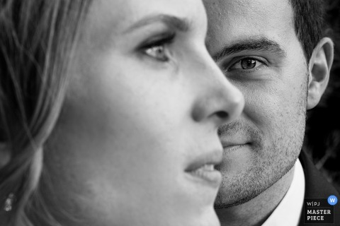 This black and white portrait of the faces of the bride and groom was captured by a Gipuzkoa wedding photographer