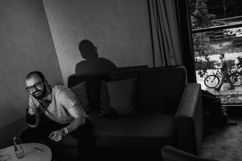 Photographe de mariage à Berkshire, Michal Warda préfère ne pas trop poser pour des portraits lors de ses mariages au Royaume-Uni.