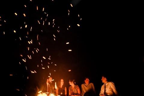Jacob Hannah von Vermont, ist ein New England Wedding Photographer verfügbar, um Hochzeiten im Freien zu schießen.