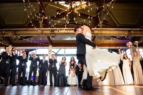 Fotos de la recepción de la boda por Todd Laffler de Nueva Jersey. Esta es la novia y el novio en la pista de baile.