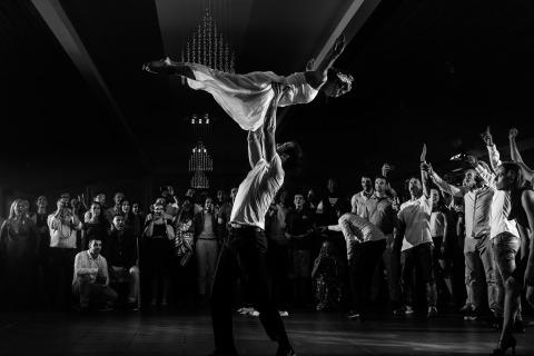 Fotos de la boda de los novios bailando en su recepción, por Luis Efigénio de Portugal