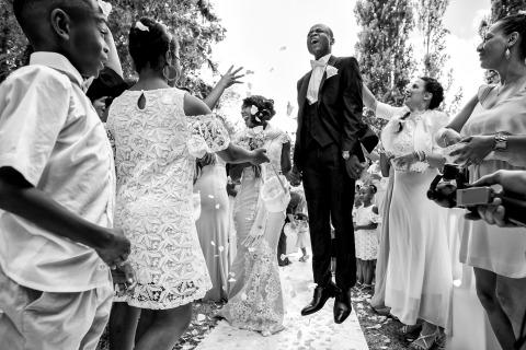 Maryline Krynicki di Francia ha fotografato questa sposa e lo sposo mentre si godeva la pedalata del fiore dopo la cerimonia nuziale