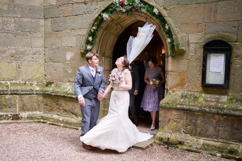 Ian Bursill de Leicestershire es un fotógrafo de bodas de Reportaje que cubre todo el Reino Unido con sus galardonadas fotos.