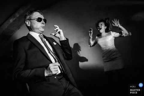 Montpellier wedding photographer created this black and white image of two wedding guests showing off their eclectic dance moves at the wedding reception