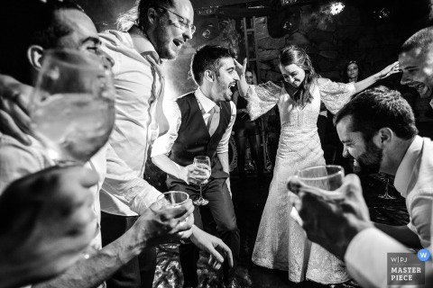 Brazil wedding photographer captured this black and white photo of a bride and groom exuberantly dancing with other wedding guests