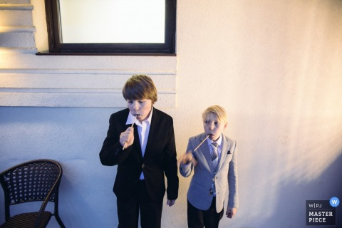 Photo of two young boys eating suckers by a Bytom wedding photographer.