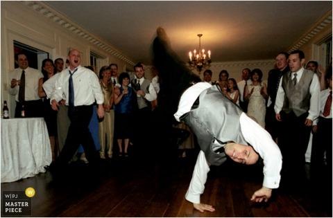 Breakdancing in het lid van de het huwelijks het bruids partij van Maryland