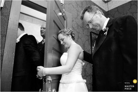 Wedding Photographer Linda Wallace of ,