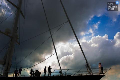 San Diego Documentaire Huwelijksfotograaf   Afbeelding bevat: lang schip bruiloft portret sessie hemel wolken