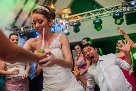 Paraná wedding photography - Brazil photo of an excited groom on the dance floor