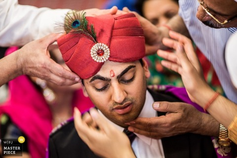Lower Saxony Wedding Photography | Image contains: tradition, color, hat, groom, hands, outdoors
