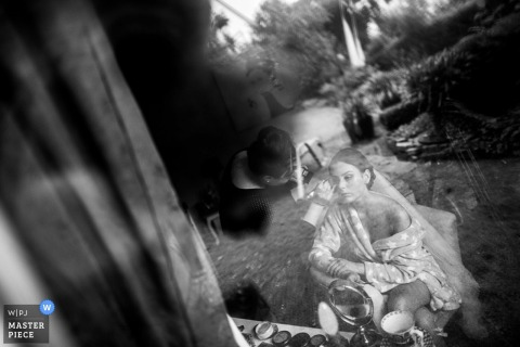 Documentary Wedding Photography in Lower Saxony | Image contains: reflection, window, indoors, outdoors, bride, makup, getting ready