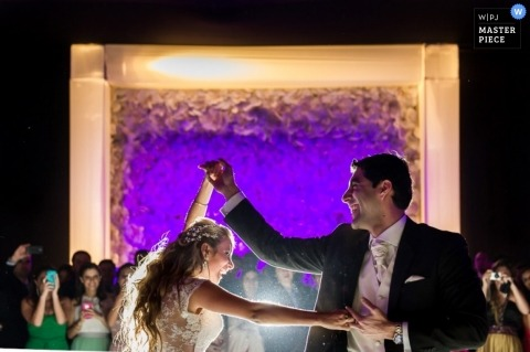 Documentary Wedding Photograph in Lima | Image contains: reception, color, dance, wedding guests, indoors