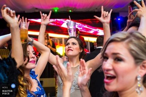 San Diego Trouwfotografie   Afbeelding bevat: bruidsmeisjes, vrouwen, dansen, drinken, balans, hoofd, receptie, feest, bruids