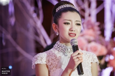 Tianjin Wedding Photographer | Image contains: bride, speech, microphone, reception, dress, lace