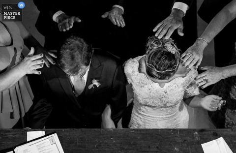 Minas Gerais Documentary Wedding Photographer | Image contains: bride, groom, hands, black, white, table, papers