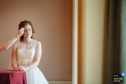 Cleveland Wedding Photojournalism for all of Ohio | Image contains:bride, getting ready, make up, dress, ceremony