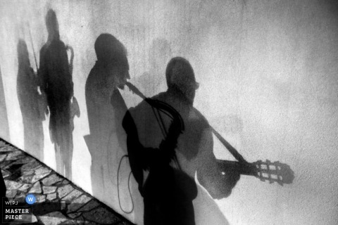 Wedding Photography in Reggio Calabria | Image contains: shadow, musicians, guitar, wall, black, white, reception