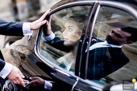 Lower Saxony reflection image with the bride, groom and car